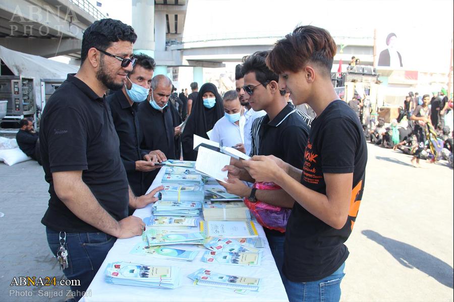 گزارش تصویری/ موکب مجمع جهانی اهل بیت(ع) در مسیر حرکت زائران حرم امام علی(ع) در ۲۸ صفر